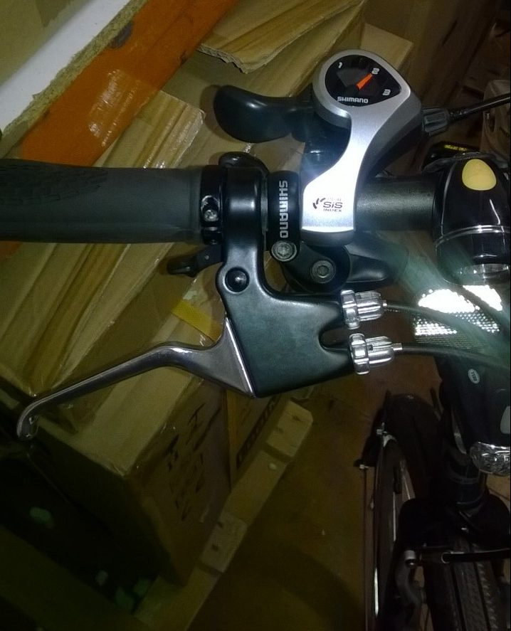 One handed bike handlebar gears