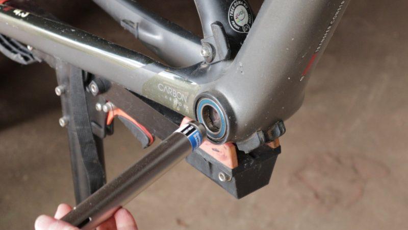 Inserting Park Tool BBt 90.3
