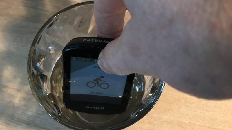 Submerging a Garmin Edge 530 in water