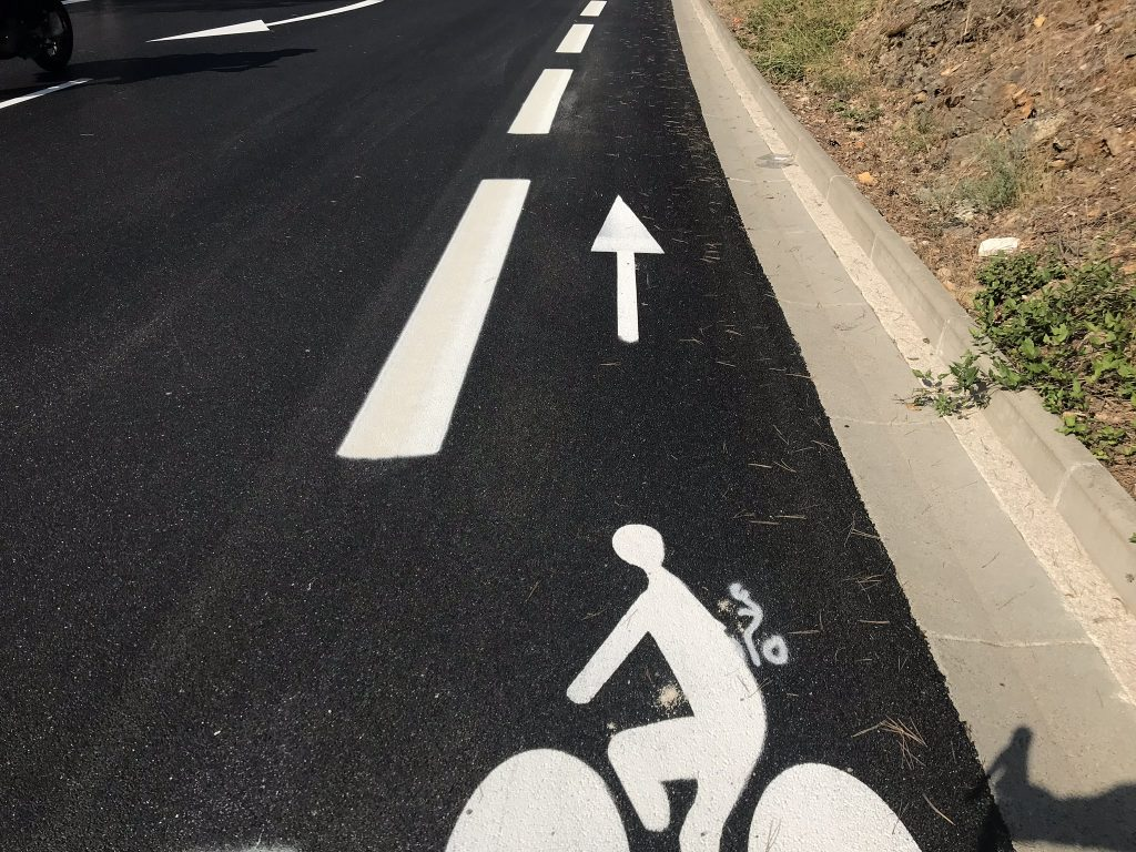 bike lane and fresh tarmac near Mougins